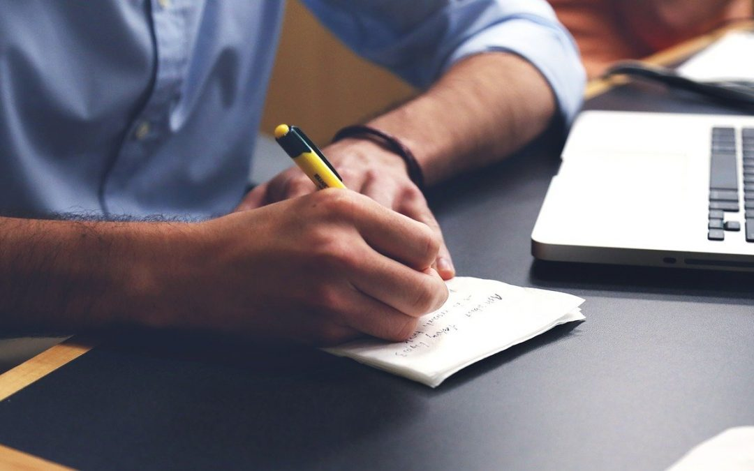 4 astuces pour savoir comment vendre un stylo lors d'un entretien d'embauche